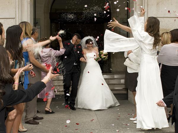 Mariage, sortie de l'église, par Bernard Le Gall